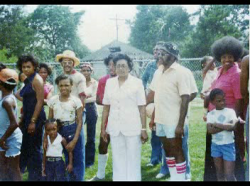 Aunt Willie Marvin (center)